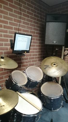 Monitor bij het drumstel